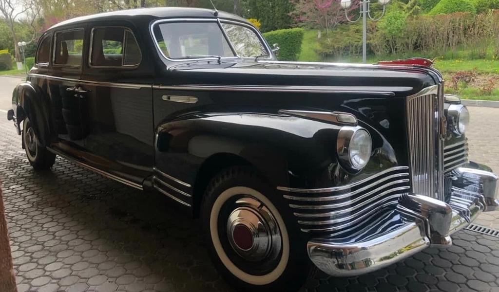 В России на продажу за 57 млн рублей выставили лимузин ЗИС 1948 года