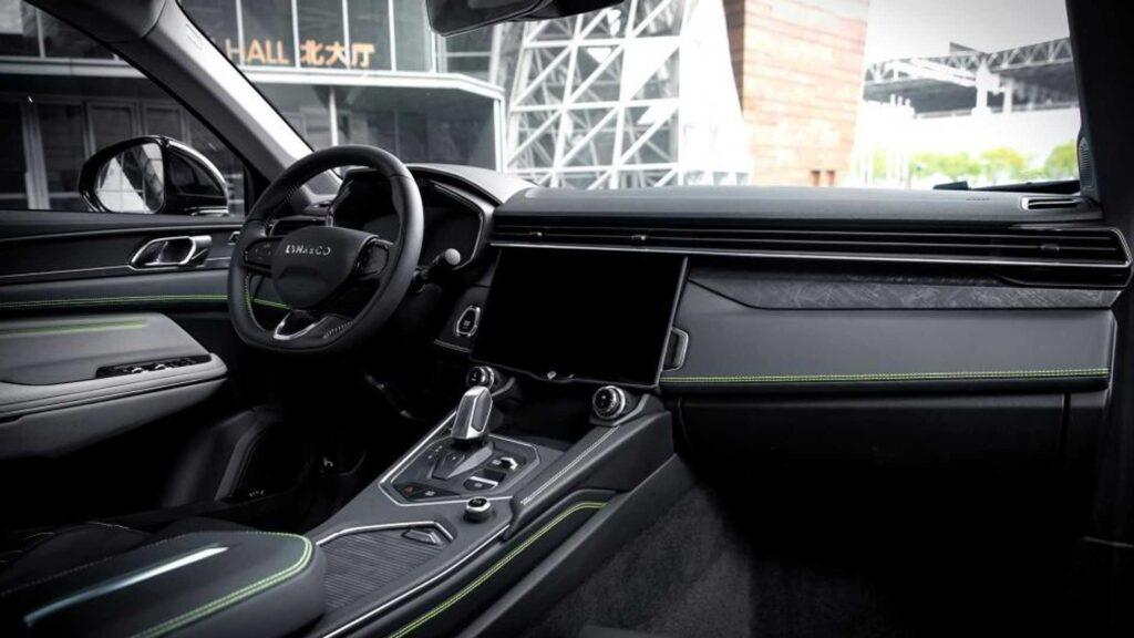 На сегодняшний день в России Volvo XC40 продается по цене от 2 500 000 до 3 400 000 рублей