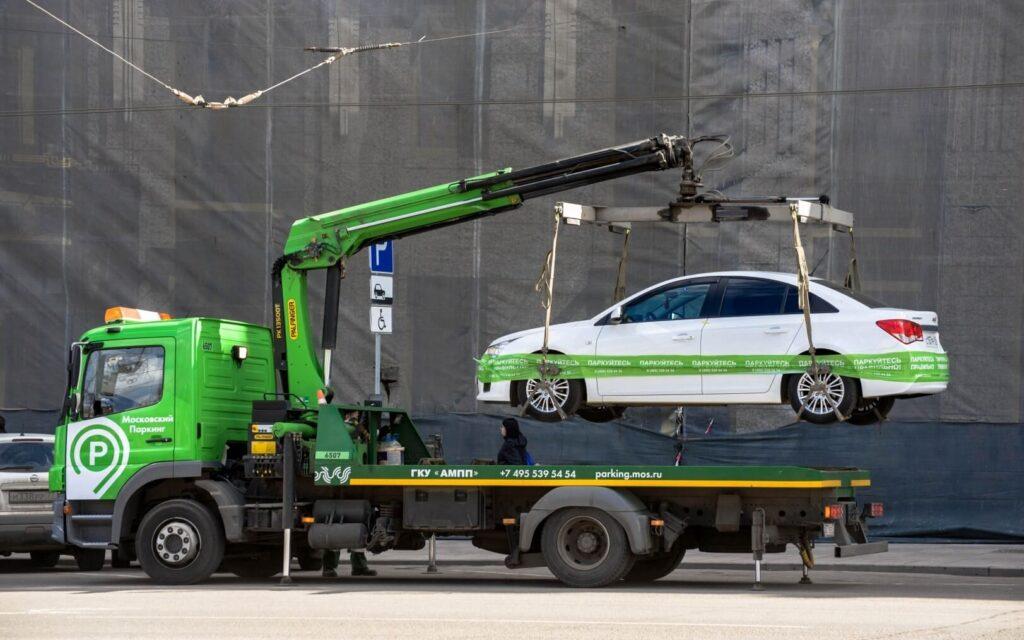 Предлагается, что при обнаружении отсутствия полиса ОСАГО у водителя инспектор на месте оформит постановление о нарушении и автомобиль будет эвакуирован на штрафстоянку