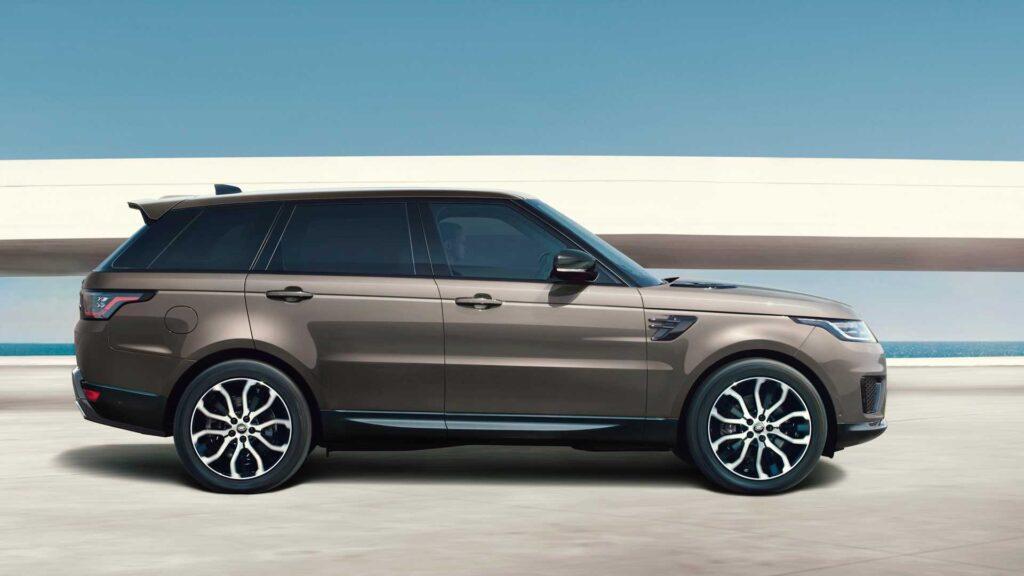У самой быстрой версии автомобиля Range Rover также появилась версия с дизельным двигателем обладающим шестью цилиндрами