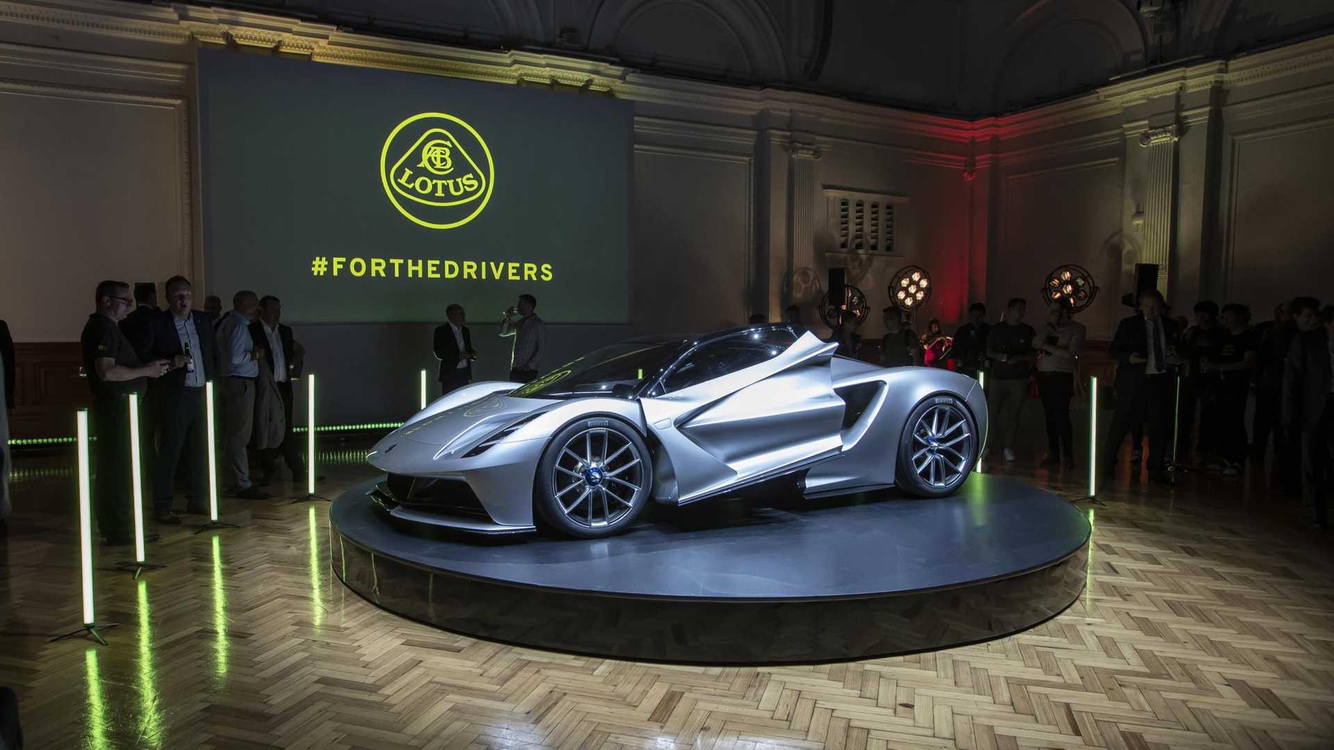 Компания Lotus ответила на вопрос, почему суперкар Evija не такой быстрый