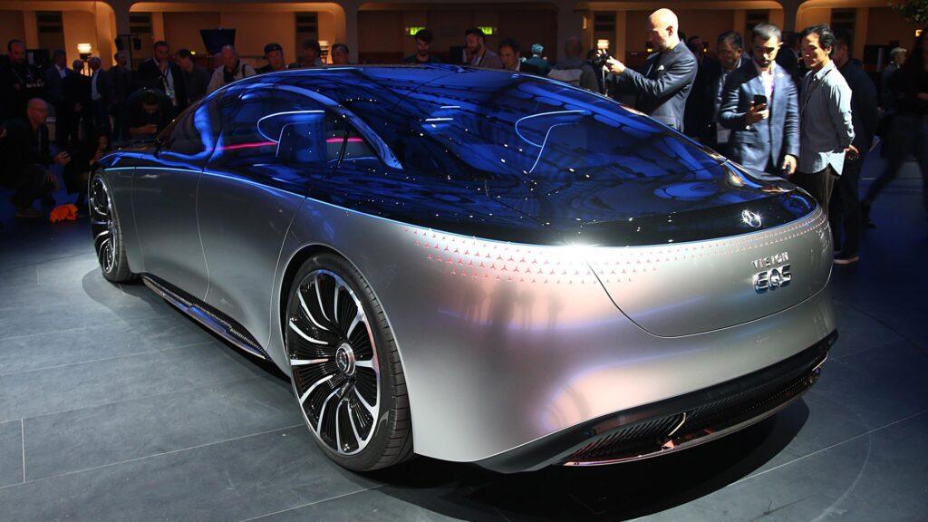 Компания Mercedes-Benz анонсировала тизер суперэлектрокара, способного пройти более 1 000 километров