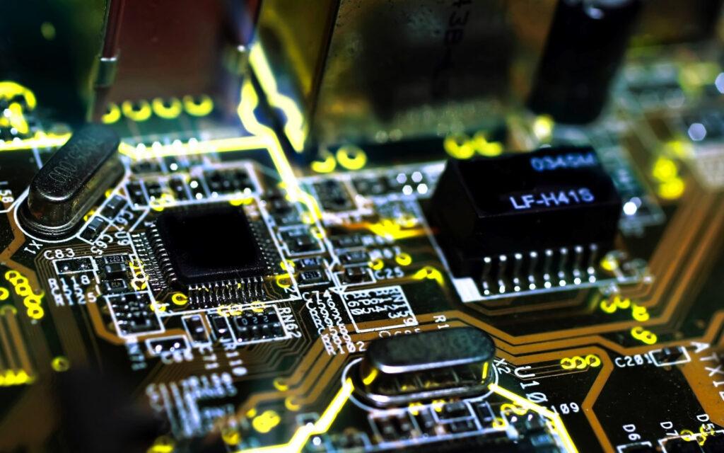 Микросхемы последнее время все чаще и больше применяются при автомобилестроении, так как активно используются различные электронные помощники, системы автопилотирования, автоматического отслеживания дороги, знаков и прочее
