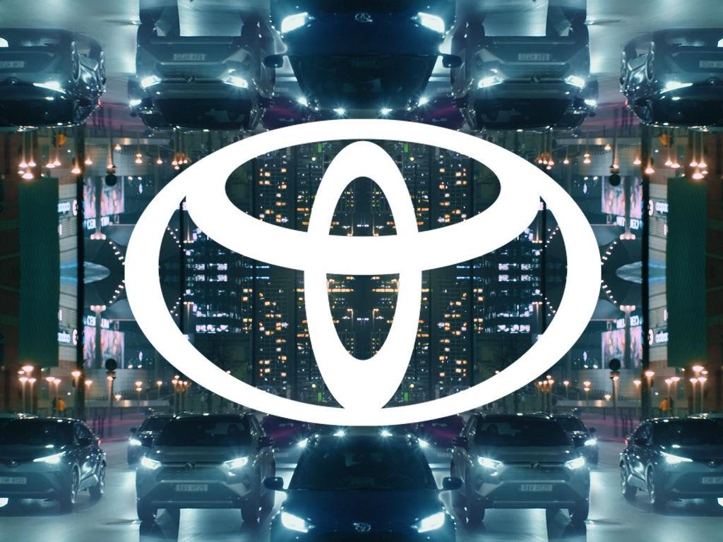 Toyota обновляет логотип