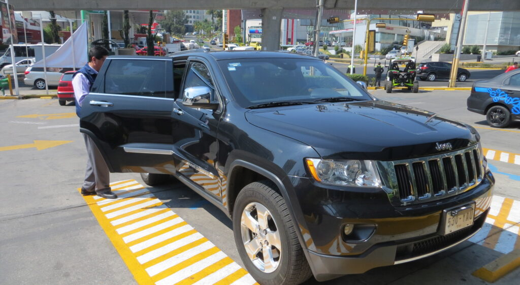 Стоимость такой версии авто в Мексике будет составлять в пересчете на российскую валюту порядка 6 700 000 рублей