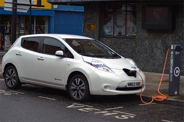 Через 10 лет в Англии нельзя будет купить не электрифицированную машину
