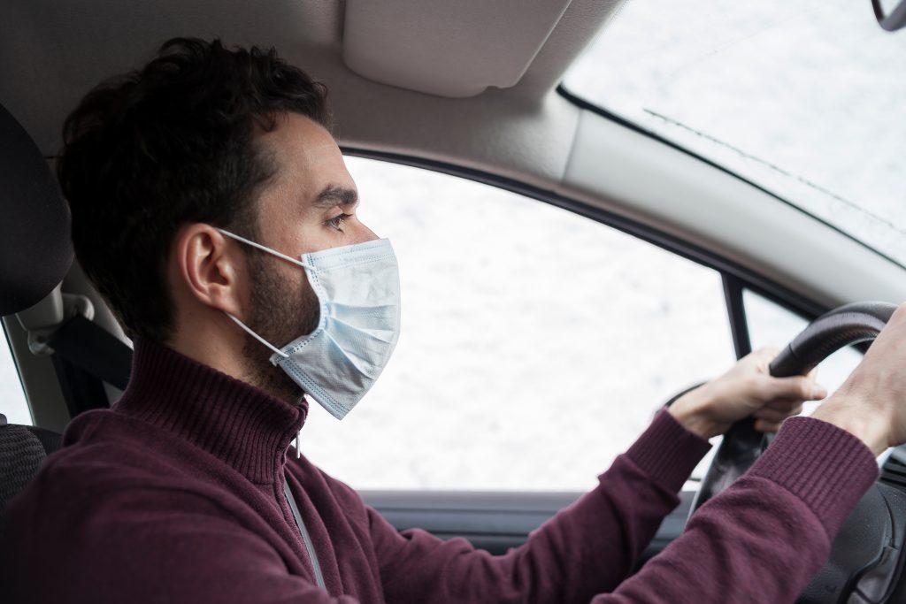 Автомобилисты будут обязаны носить в аптечке медицинские маски