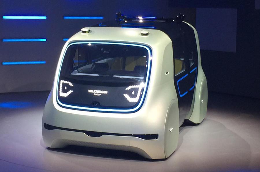 Но по мнению руководства VW в ближайшие годы уровень обучения компьютера и системы автопилотирования достигнут нужного уровня и уже справятся с любыми вариантами развития событий
