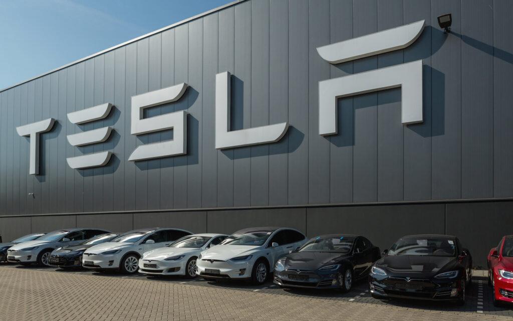 Напомним, что весной 2020 года за одну акцию предлагали 700 долларов, в то время Илон Маск, руководитель компании Tesla, лично назвал их стоимость завышенной