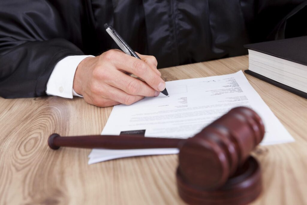 По законам РФ пока что решение не вступило в силу и ответчик может обжаловать решение суда в отведенный для этого срок