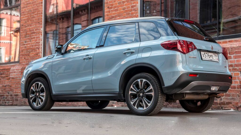 Suzuki Vitara - вид сзади