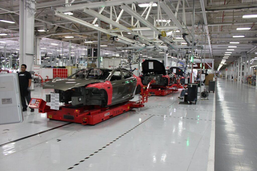 По результатам финансовых отчетов за второй квартал этого года компания Tesla получила очень солидную прибыть, более 100 млн. долларов