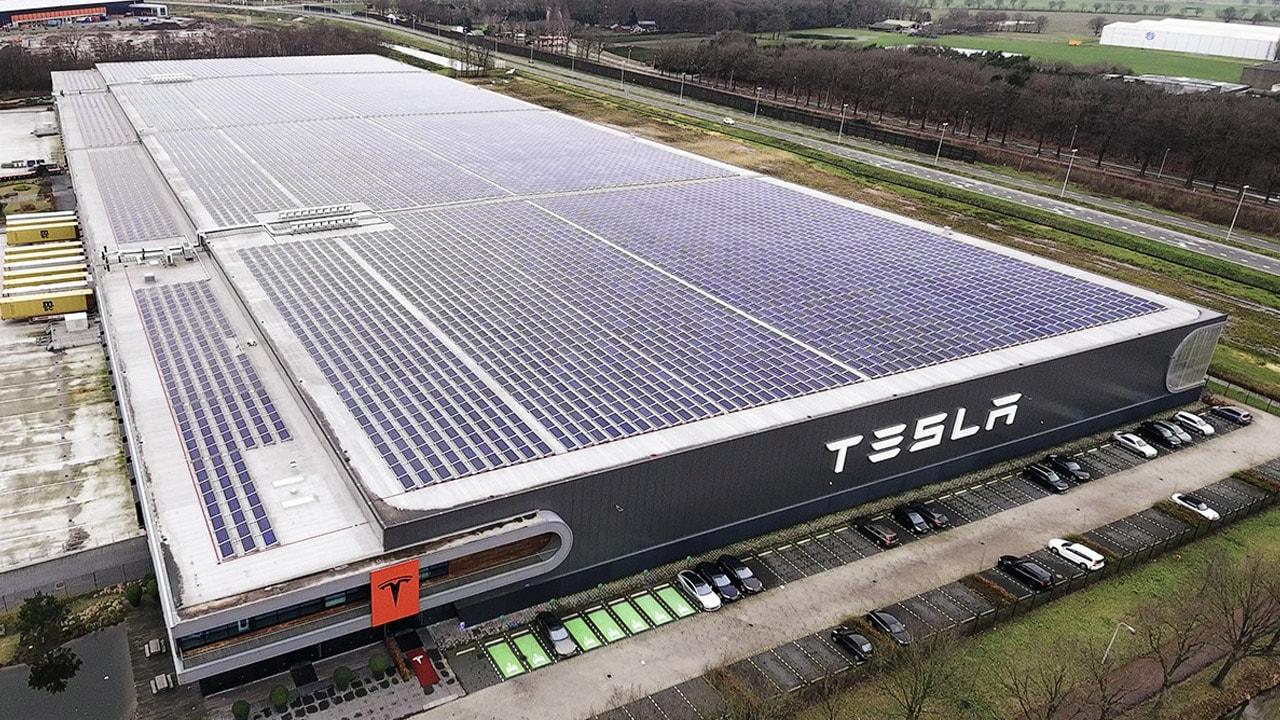 Tesla снова в плюсе, несмотря ни на что