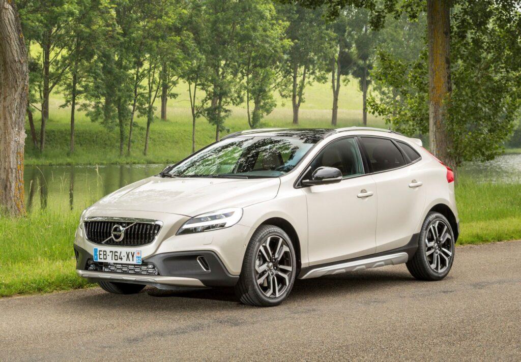 Всех владельцев автомобилей подходящих под отзывную кампанию Volvo оповестит и пригласит на сервисные работы